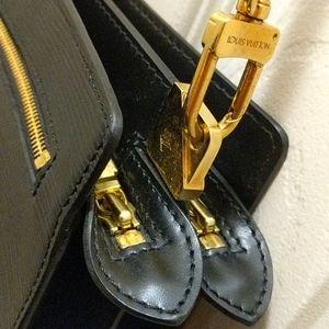 Louis Vuitton black epi leather purse